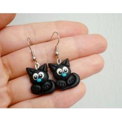 Černé kočičky s modrým čumáčkem