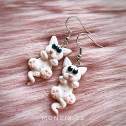 Bílé kočičky náušnice